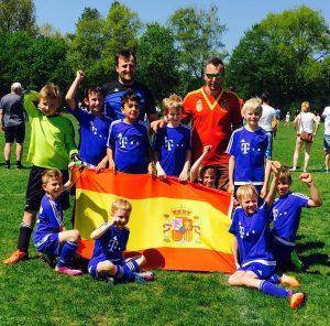 Zufriedene SCO-Spanier nach dem letzten Spiel der Mini-EM